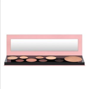 MAC Nordy Girl Matte Eyeshadow Palette
